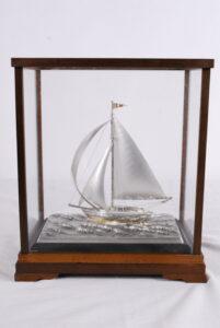 銀製ヨット